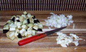 les légumes de la moussaka libanaise sans viande émincés
