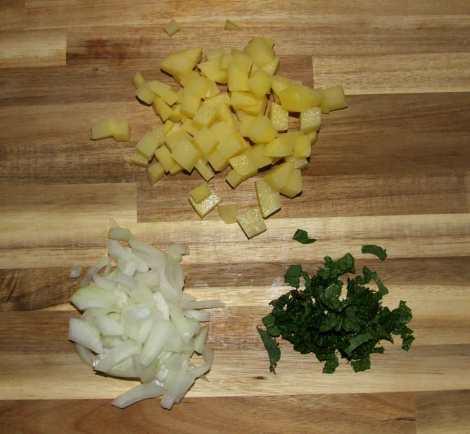 la découpe des légumes du poulet tikka masala
