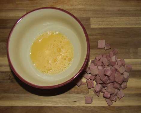 Le jambon et l'œuf pour le riz cantonais au wok