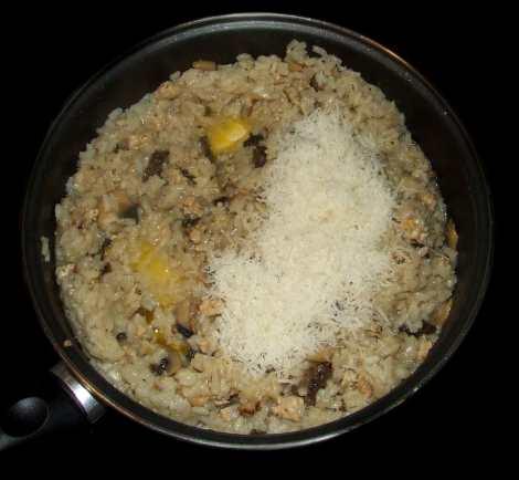 l'ajout du parmesan dans le risotto aux morilles