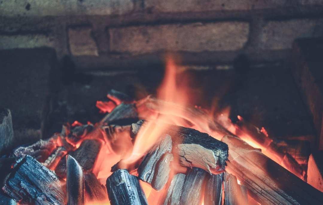 Bien choisir son barbecue : gaz ou charbon ?