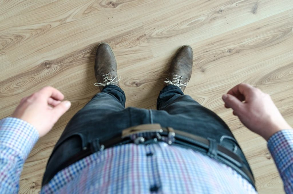 To Tuck or Not to Tuck? 5 Tips to Help You Make the Right Decision for Your Men's Casual Shirt