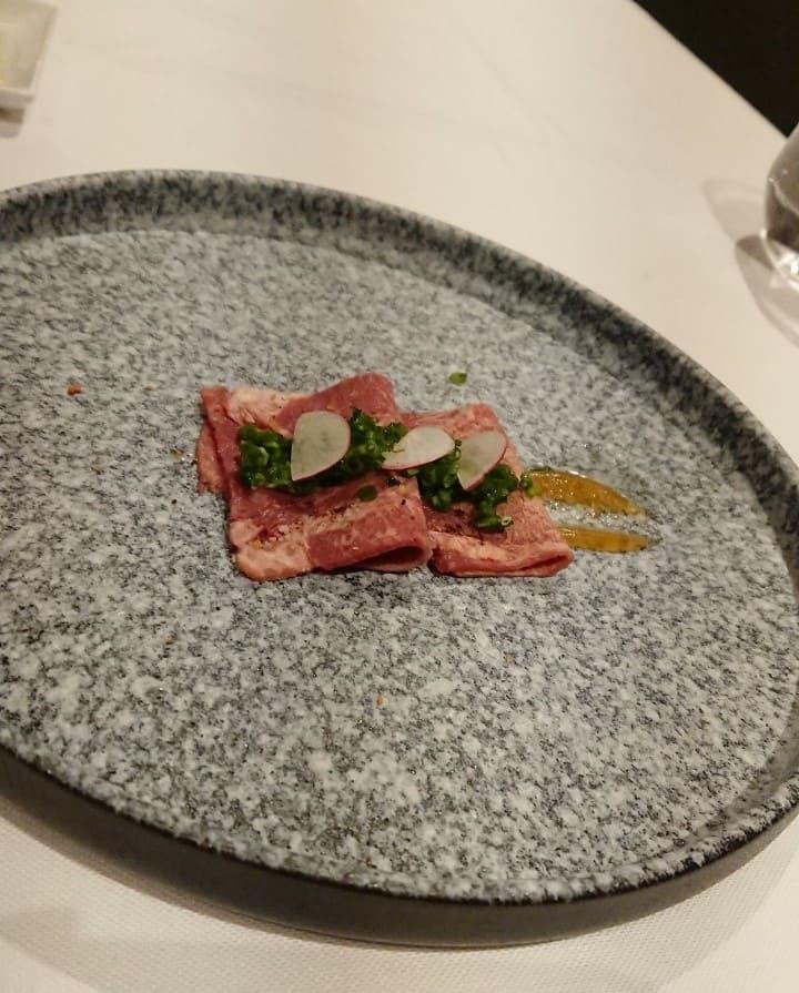 華國牛排館-前菜-煙燻牛舌、珠蔥、蘋果