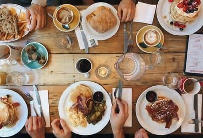 下載iEAT饗愛吃APP並註冊會員,在饗賓全品牌消費累積愛吃點紅利點數。