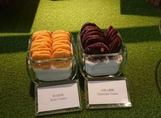 文華 cafe 整齊豐盛的甜點區