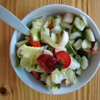 home cooking : fruit and veg salad for summer