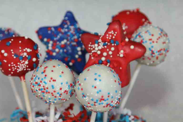 30+ Patriotic 4th of July Cakes & Cupcakes