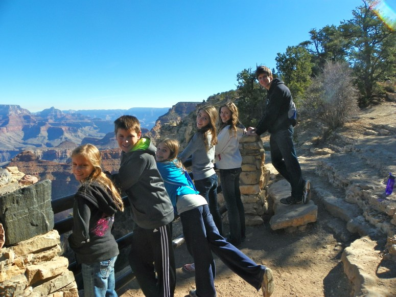 sibling picture at the grand canyon