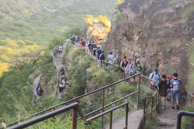 Crowds on Diamond Head trail