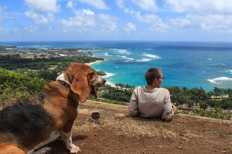 hiking in oahu on our fifth anniversary