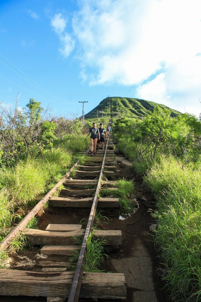 Koko Crater Arch loop trail down the railway