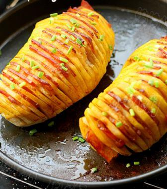 Baked potatoes with bacon