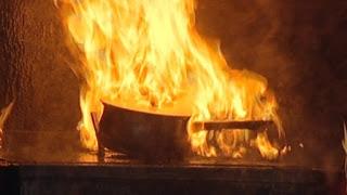Atentie! Foc in bucatarie. Cum stingem focul?