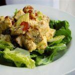 Salată de pui cu curry şi fructe