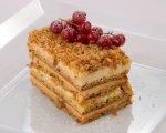 Cake with caramelized walnuts