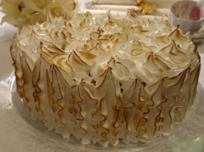 Tort cu crema de lamaie si bezea