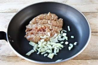 Cartofi cu carne tocata la cuptor