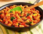 Pasta with spinach, tomato and bacon