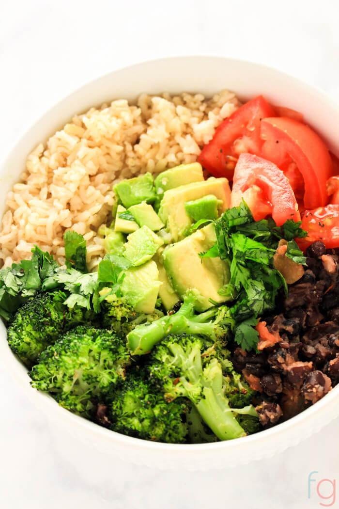 Easy Buddha Bowl Vegan - Vegan Buddha Bowl Recipe - Buddha Bowl Vegetarian - Burrito Bowl Healthy - Quick and Easy Dinner - Plant Based Diet for Beginners - 10 Minute Meals Healthy