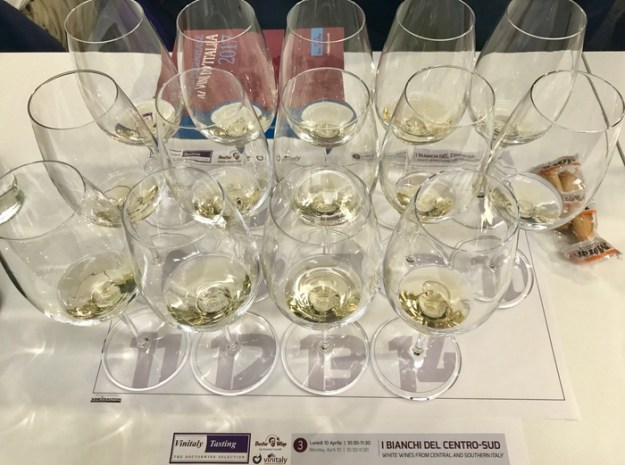 Vinitaly vino blanco white wine tasting pecorino