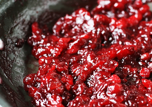 {Simple and Amazing} Cranberry Sauce Recipe