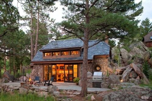 Modern Hobbit Home meets Frank Lloyd Wright