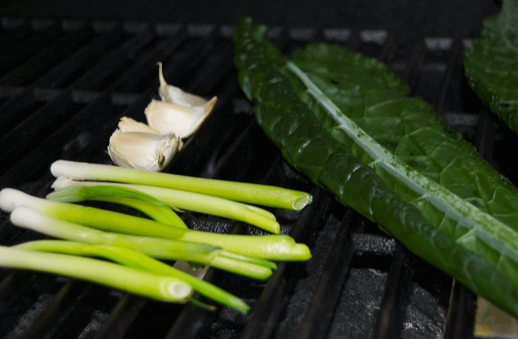 grilling-kale-green-onion-garlic