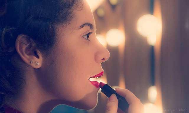 Da li nas šminka ulepšava ili pravi drugu osobu od nas? (Foto: Luci Correia/Flickr.com)