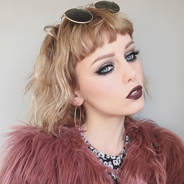 Girls-Wearing-Dark-Lipstick