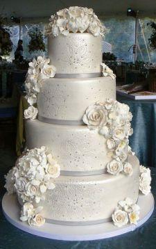 Winter Wedding Cakes We Love13