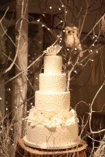 Winter Wedding Cakes We Love19