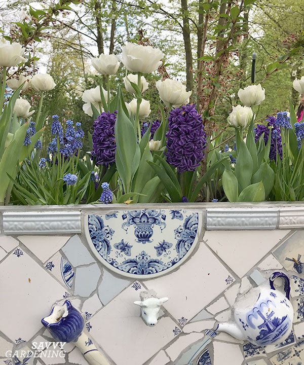 Delft pottery in a display garden at the Keukenhof