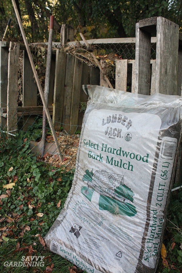 How to determine how many bags of shredded hardwood to buy