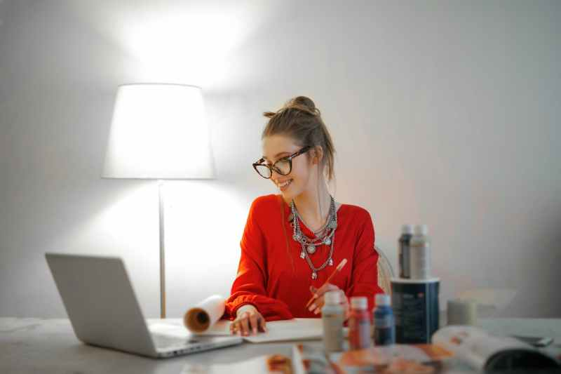 woman in red long sleeve shirt taking a health writing business course