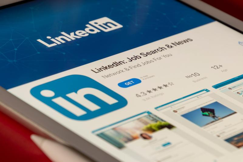 Cold DM on LinkedIn: Does It Work or Not? A Workshop With Paul Wilson