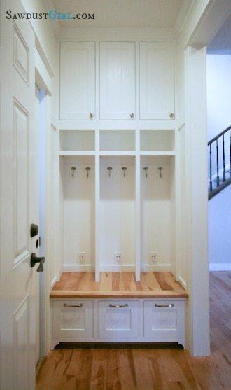 Built-in locker bench -free plans