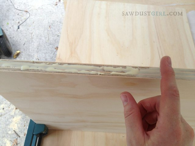 Building kitchen cabinets - how much glue to use