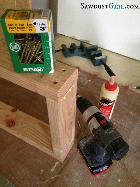 Building leg frame bench