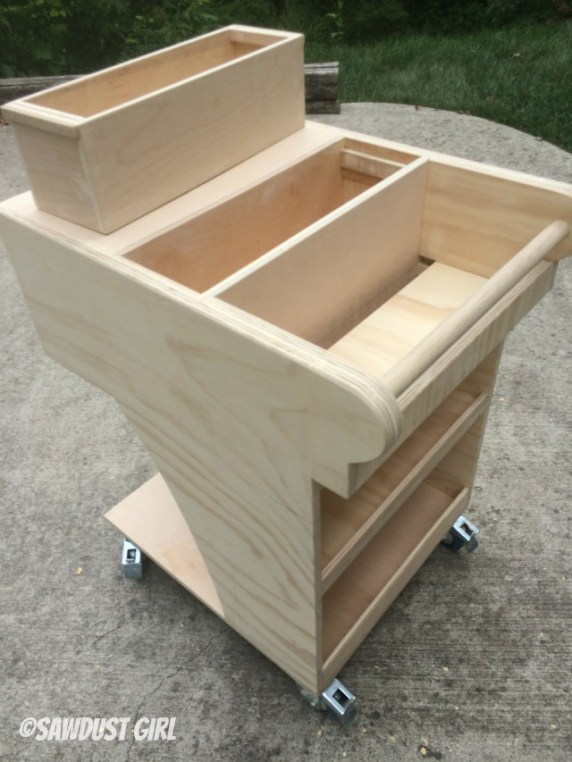 Free woodworking plans for a rolling tool cart with air compressor storage