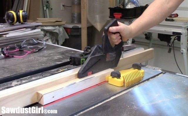Cutting beveled cleats on table saw
