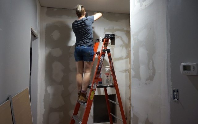 Mudding new walls