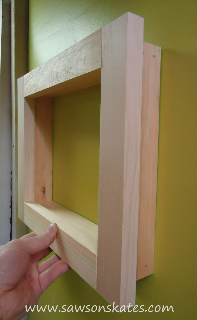 How cool is this? These DIY picture frames are made entirely with straight cuts... no miter cuts required! Plus the how to plan can be adjusted to make the frames any size I want. I'm definitely making these!!!