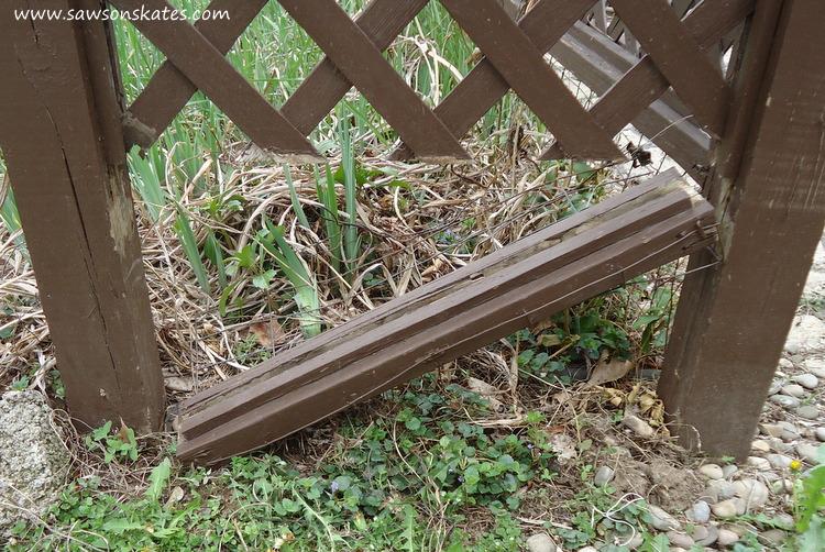 DIY Privacy Fence broken rail