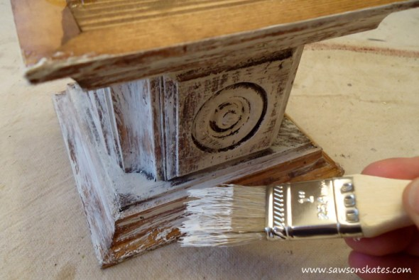 Easy wooden DIY candle holder - apply chalk paint