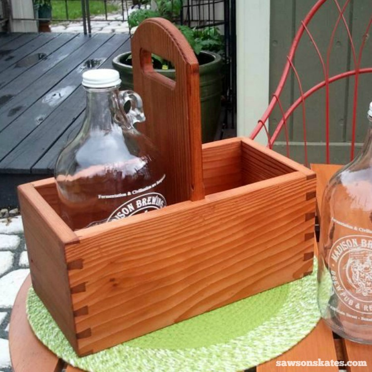Make your own DIY wooden craft beer growler carrier with these plans - dovetailed growler carrier