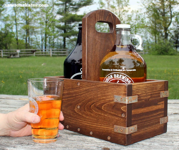 Make your own DIY wooden craft beer growler carrier with these plans