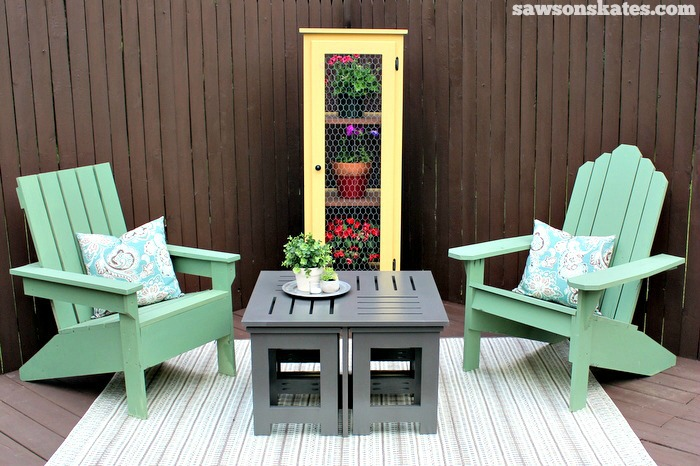 Easy DIY outdoor coffee table plan with 4 hidden side tables - garden cabinet