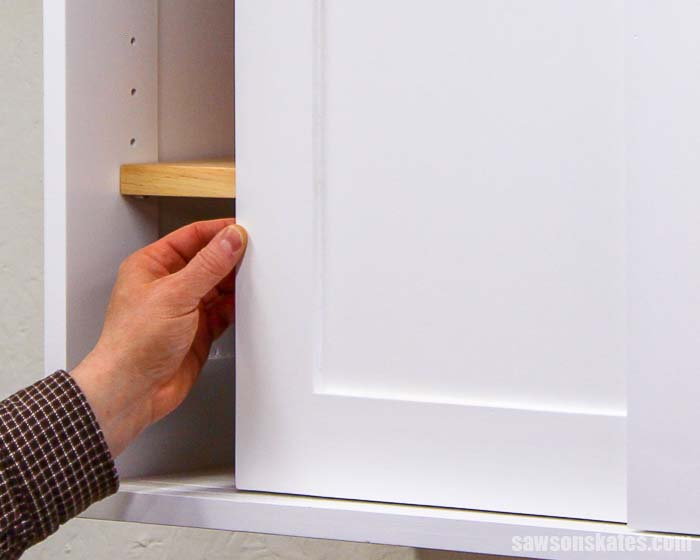 Learn how to build cabinet doors the easy way! Use your Kreg Jig and these free plans to make DIY Shaker cabinet doors to update the look of your cabinets.