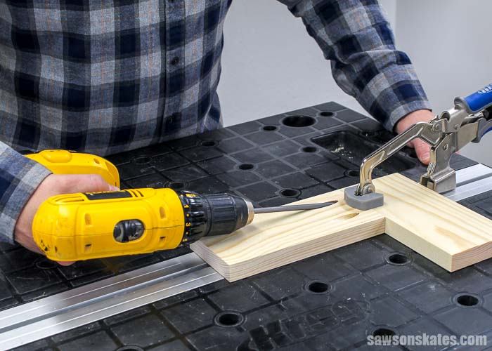 Driving a pocket screw after drilling pocket holes with the Kreg Jig 320