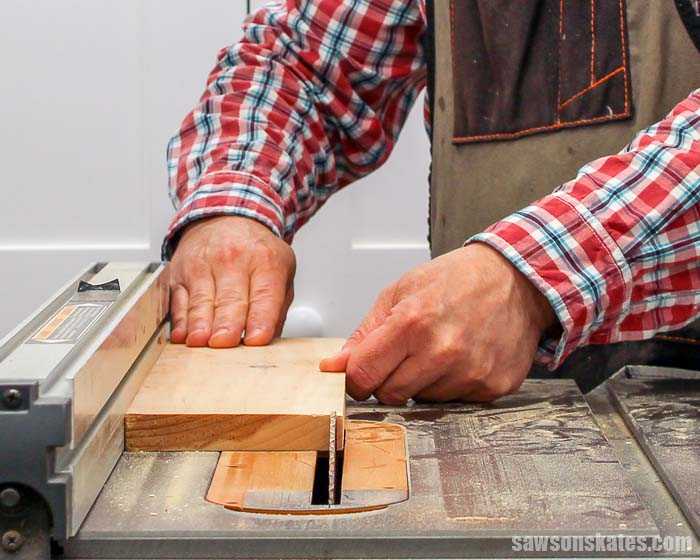 Learn important table saw safety rules from an expert! We're talking how to make cuts, preventing injuries, kickback, push sticks, featherboards and more!
